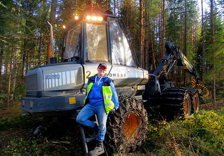 Elina ja metsäenergian tuottajan tärkeä työkalu: harvesteri