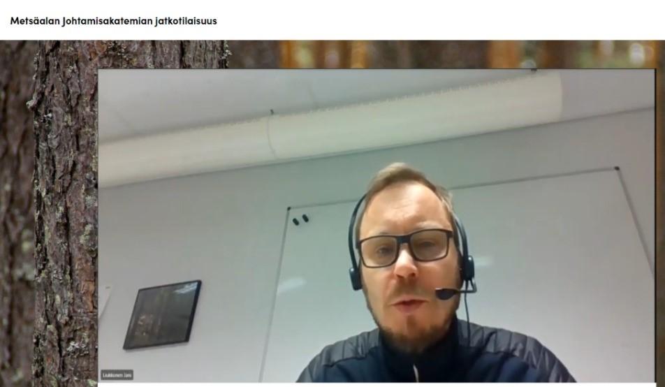 Jani Liukkonen puhumassa etäyhteydellä.